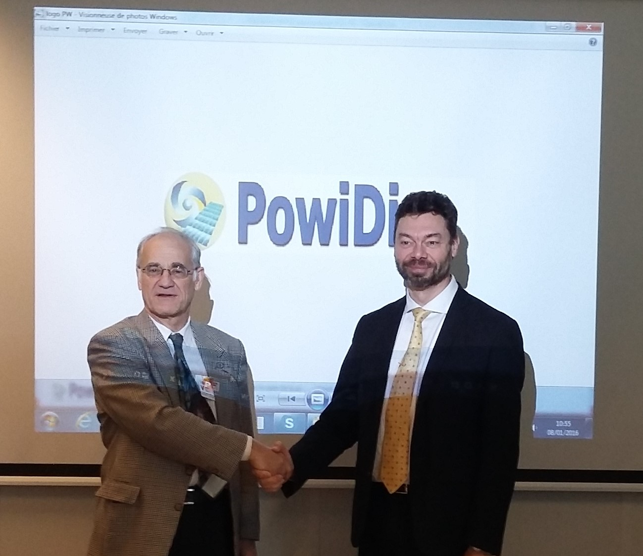 Pierre Langer CEO of PowiDian signing the contract with Pierre Bauche CEO of MOSS